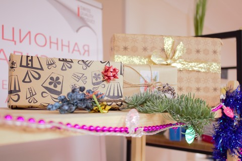 Подарочная коробка  (крафт) 16,5х7х4 с окошком + крафтовый лист