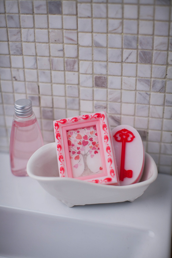 Мыло ручной работы. Изготовлено по форме