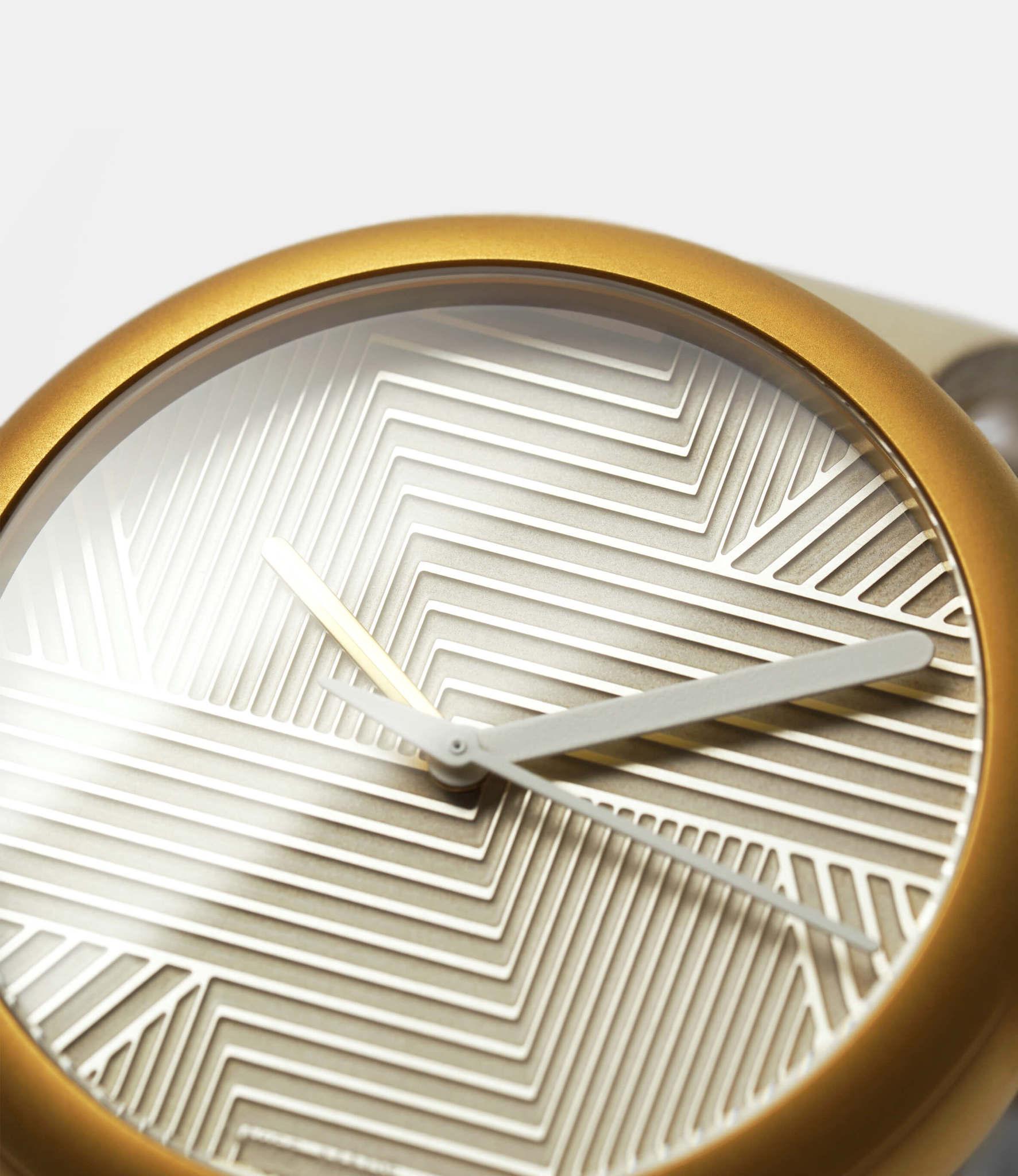 Objest Hach Gold — кварцевые часы с рельефным циферблатом