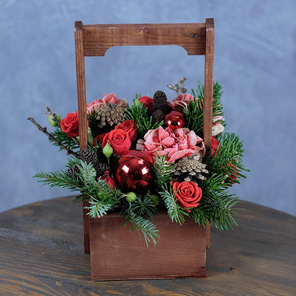 Новогодняя композиция  букет из живых цветов Пермь