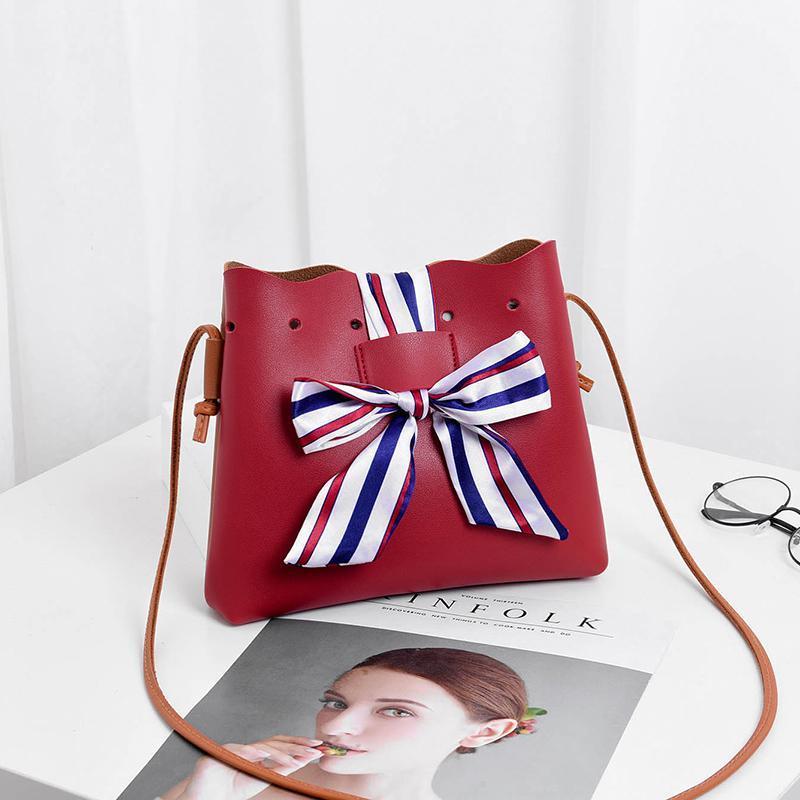 Стильная женская повседневная маленькая красно-коричневая сумочка-мешок 23х20х4,5 см с плечевым ремнём и шёлковой лентой 8366-2