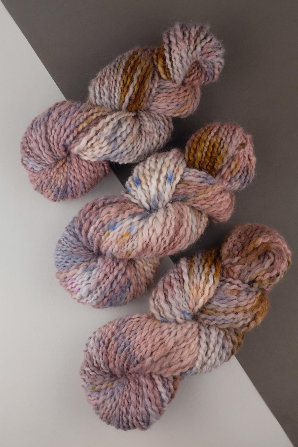 Пряжа ангора ручного прядения и секционного окрашивания, цвет бежевая, розовая меланж