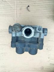 Кран 4-х контурный/ тормозной кран МАН ТГА КНОРР  4-х контурный защитный клапан! 6.9/4.5 bar, M16х1.5 \MAN TG-A  KNORR BREMSE - AE4613; II38802F  OEM MAN - 81521516096