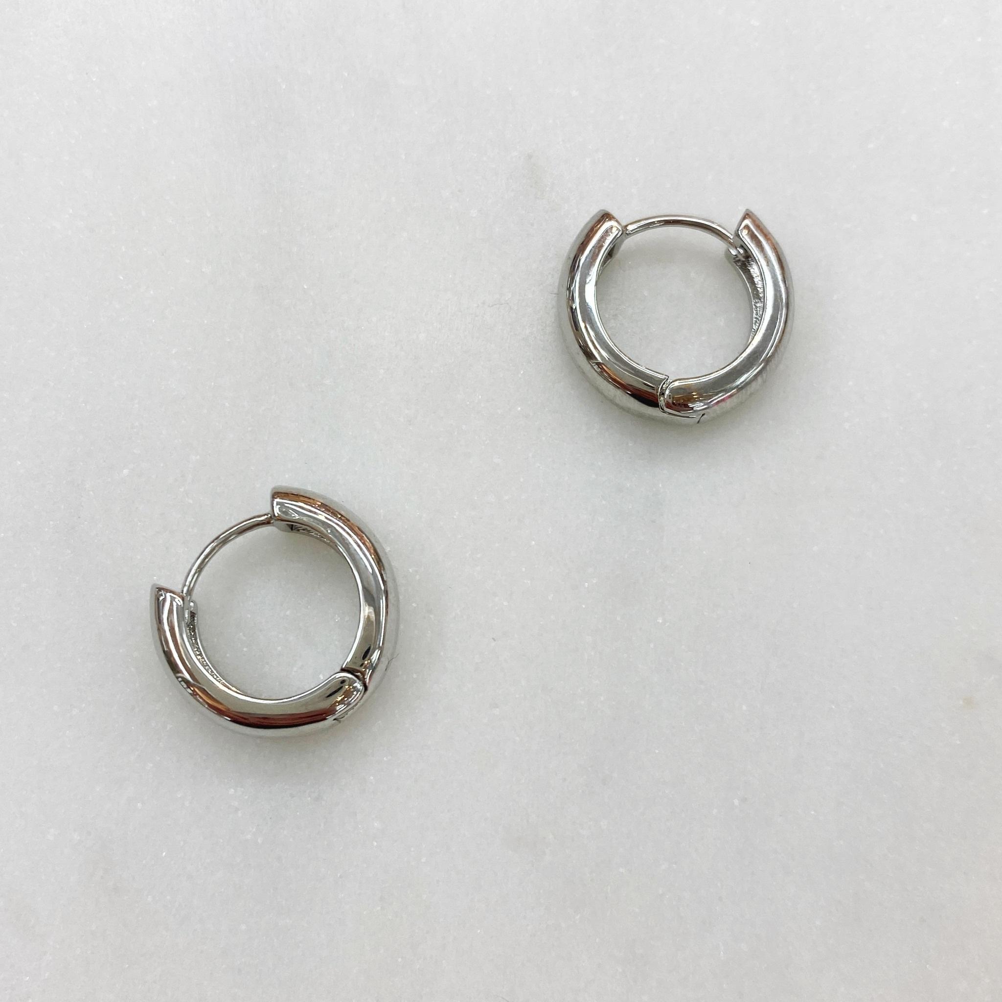 Серьги мини-конго объемные 1,5 см (серебристый)