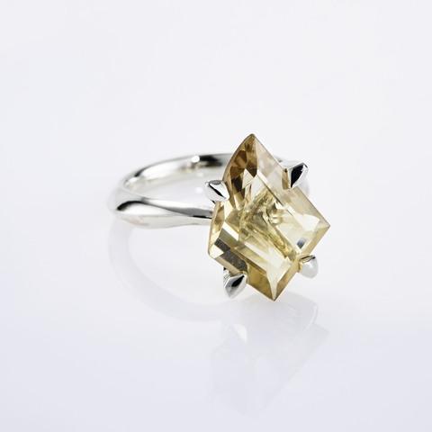Кольцо с цитрином 17 размер