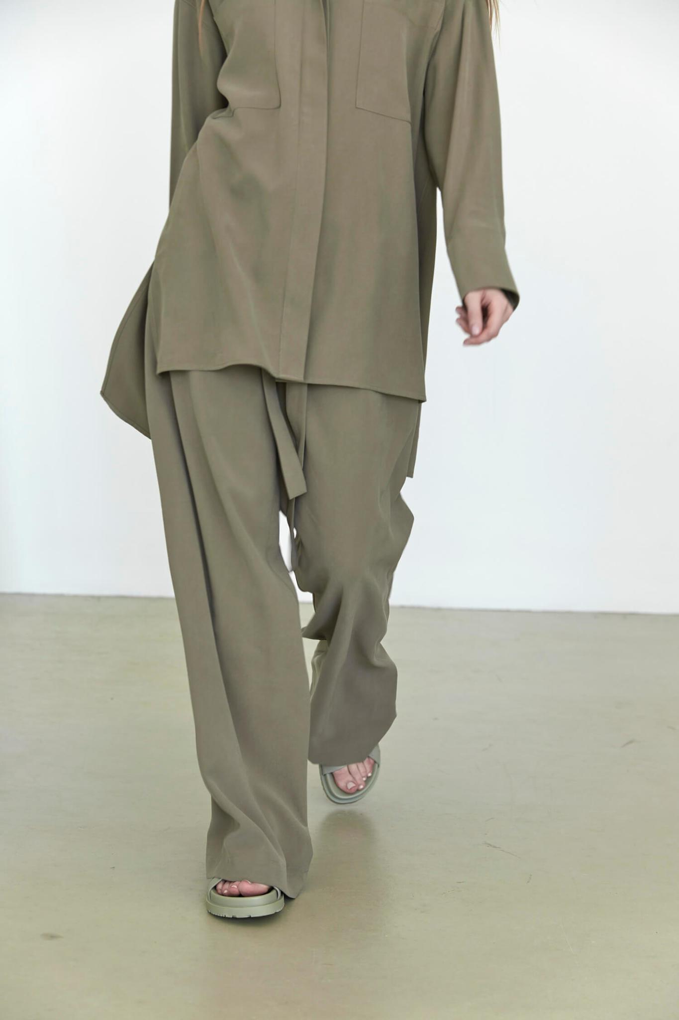 Прямые брюки на кулиске, хакки тенсел