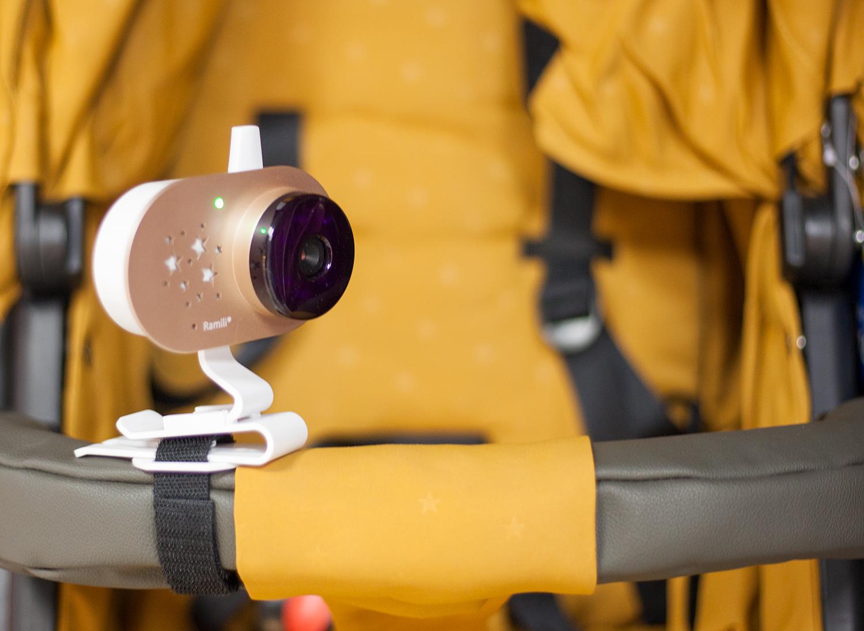 вариант крепления видеоняни Ramili Baby RV 1200x2 на коляску