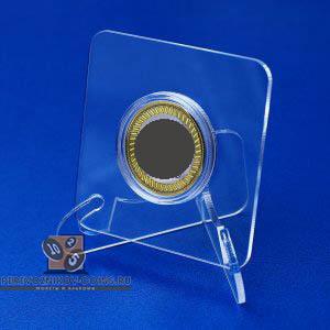 Карина. Гравированная монета 10 рублей в подарочной коробочке с подставкой