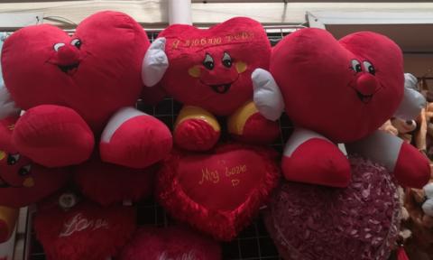 Различные красные сердечки по 22 СМ