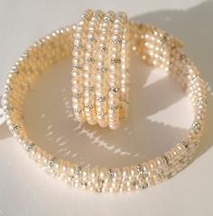 Пружинка ( колье и браслет из жемчуга)