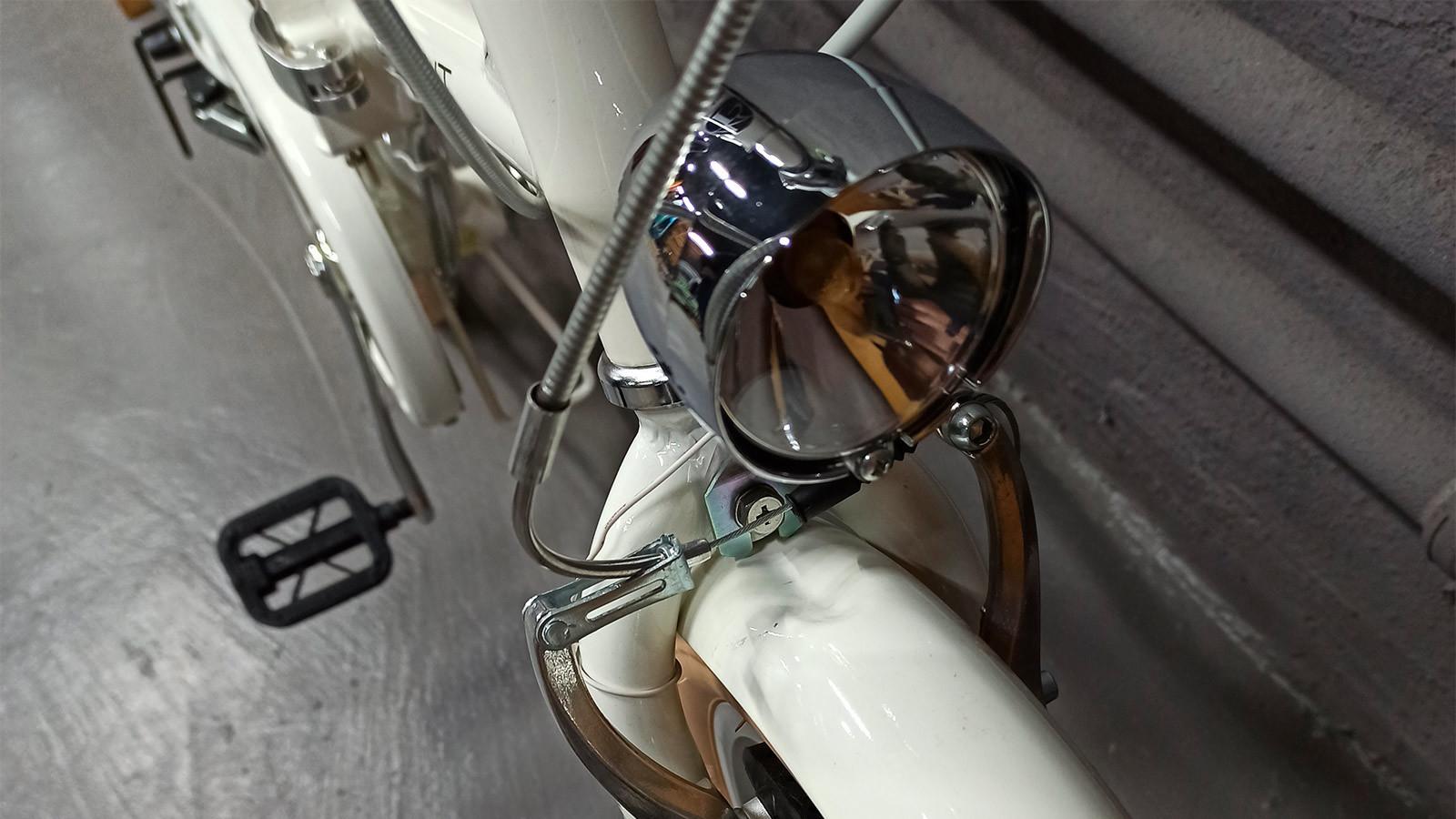 Фонарь японского городского велосипеда
