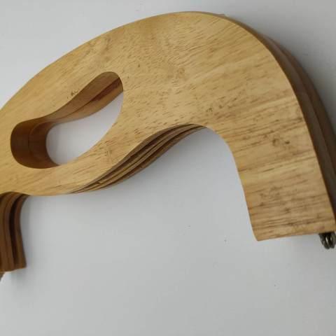 Уценка. Деревянный фермуар из цельной древесины, с ручкой, 26 см,  на винтах. (1)