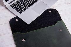 Зеленый кожаный чехол Gmakin для MacBook на кнопках