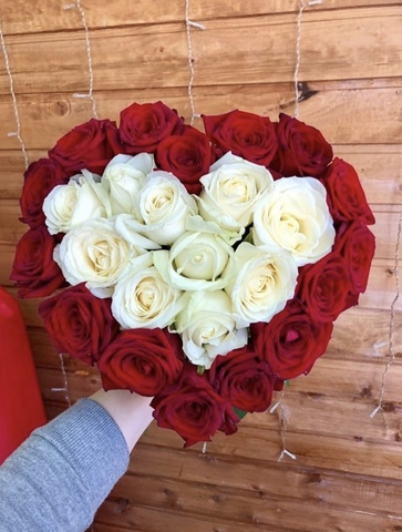 Букет из 25 роз 60 см в форме сердца #1884