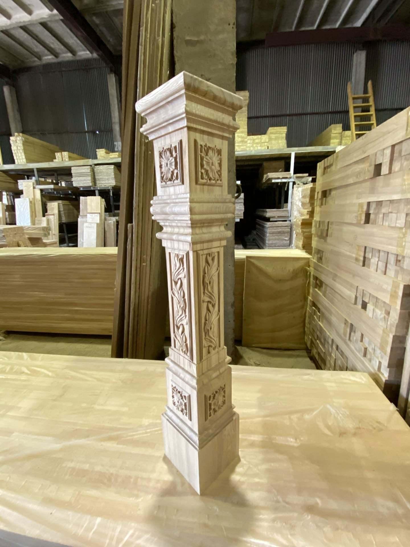 Столбы для лестниц из массива ясеня