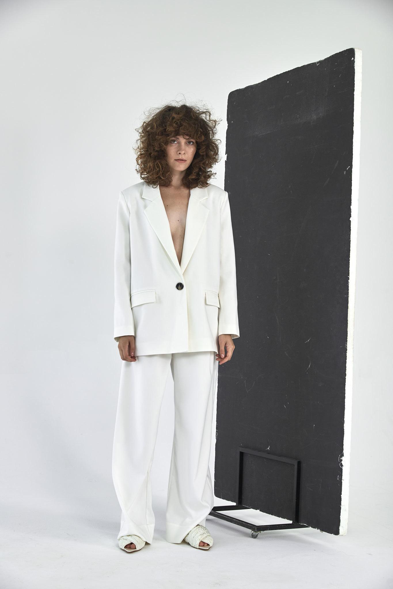 Жакет с большим плечом (костюмный твил), молоко