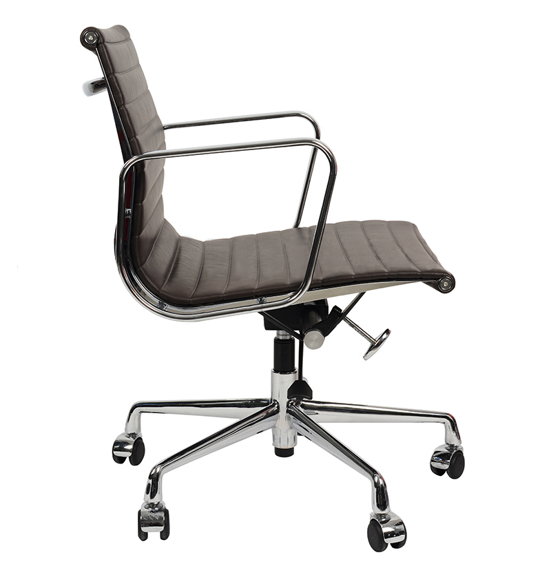 Кресло Eames Style Ribbed Office Chair EA 117 кофейная кожа - вид 3