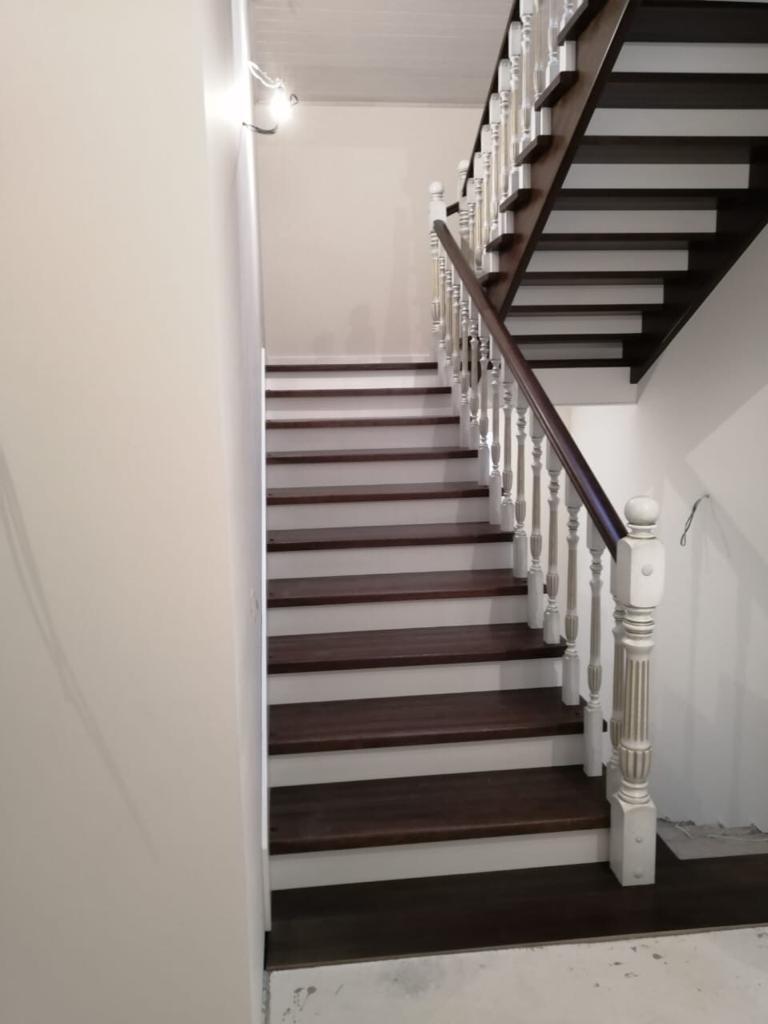 Лестница из дерева № 104