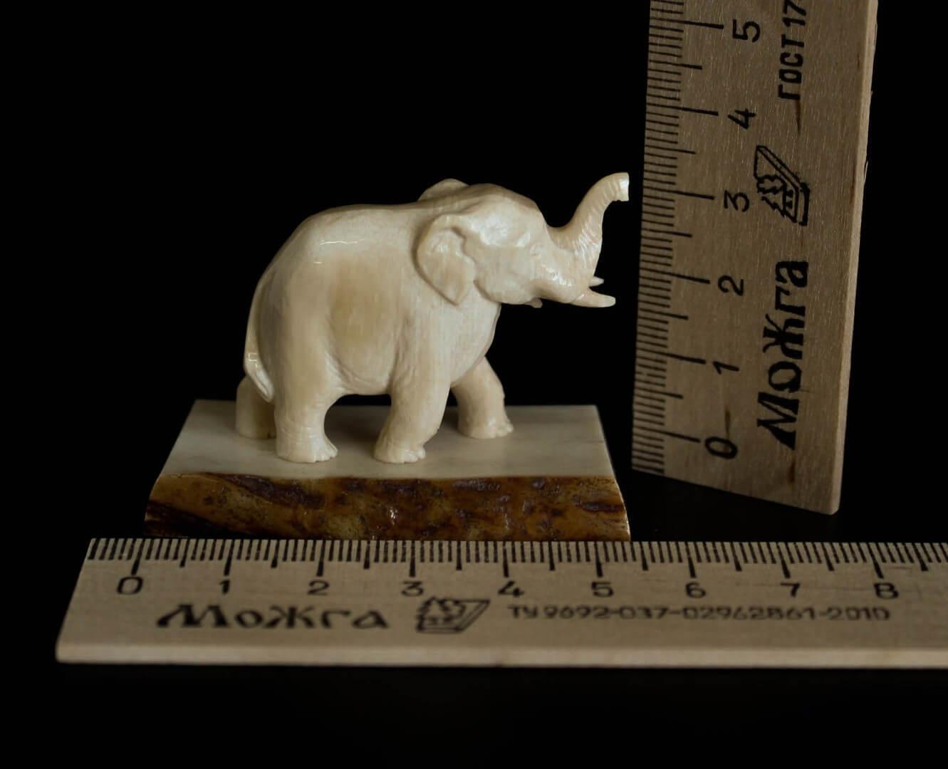 скульптура слона из бивня мамонта