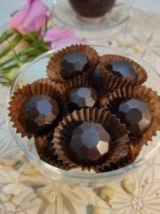 Шоколадные конфеты из кэроба с дроблёным Кешью