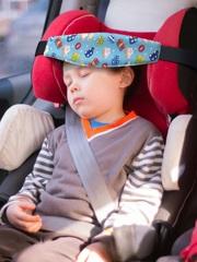 Фиксатор головы ребенка для автокресла Клювонос Машинки на голубом
