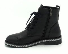Черные кожаные ботинки на шнуровке