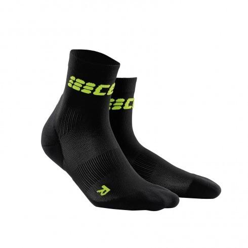 Для занятий спортом Функциональные короткие, ультратонкие гольфы CEP 22_cep_ultralight_short_socks_black_green.jpg