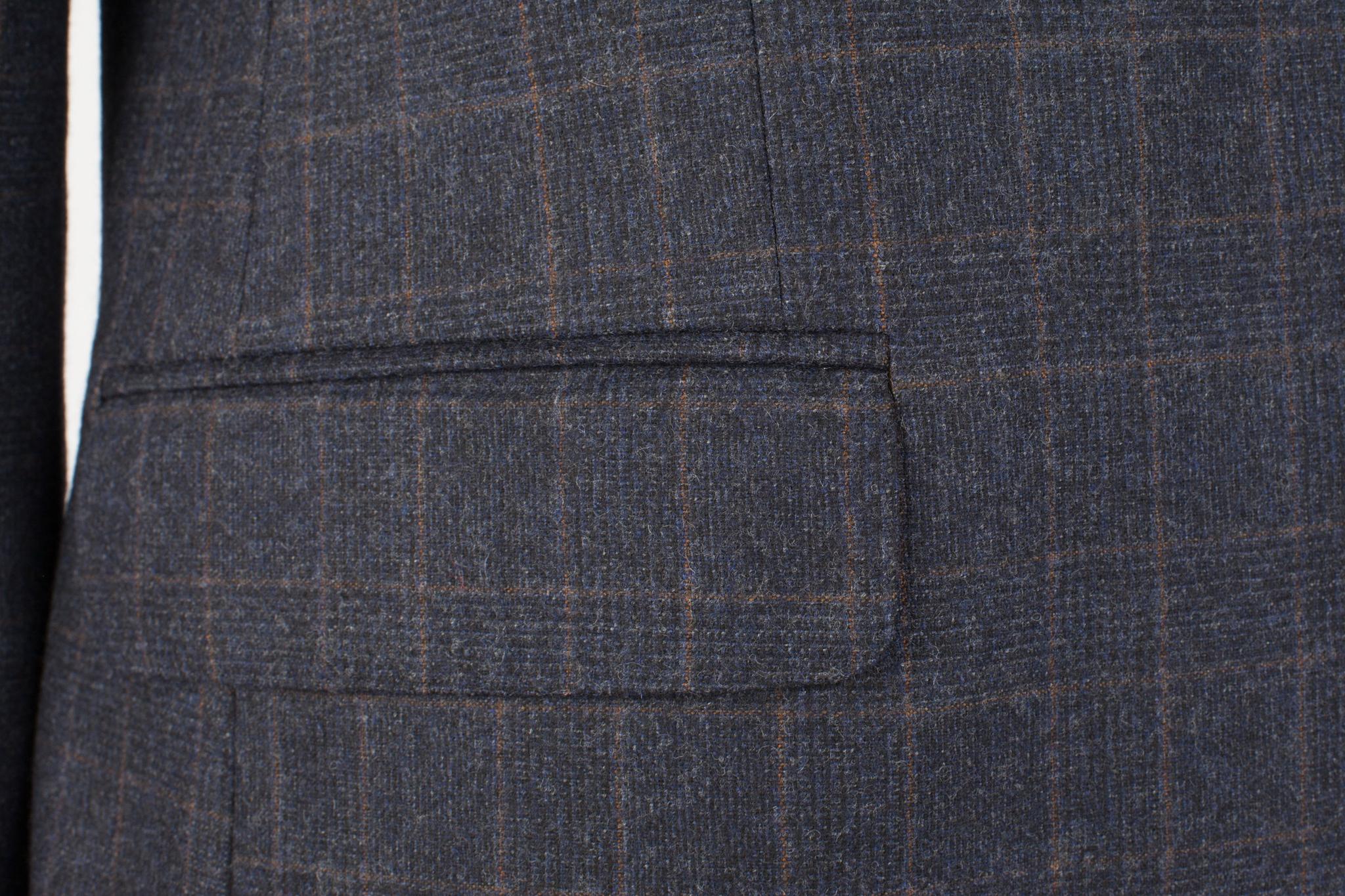 Тёмно-синий костюм в клетку из 100%-ной шерсти, накладной карман