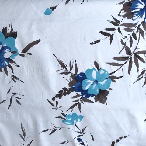 Ткань хлопок  белый с эластаном с голубыми цветами  2105