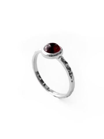 Серебряное узкое кольцо с гранатом
