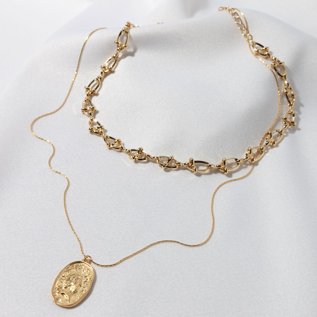 Сэт из Чокера и медальона на цепочке (золотистый)