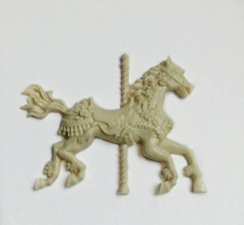 Д0499 Пластиковый декор. Лошадка - карусель.