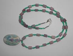 Ожерелье из оникса и турмалина с подвеской из рубина в фуксите, 63 см
