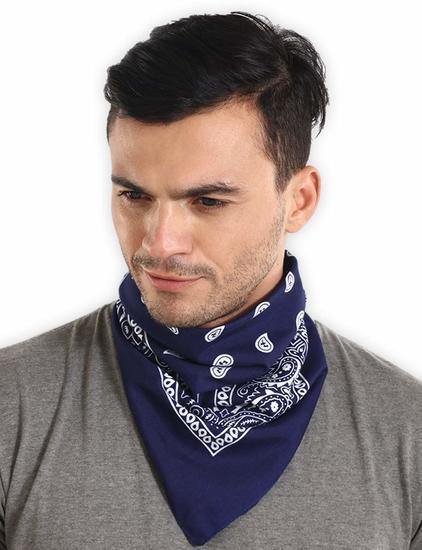 Темно-синяя бандана на шею фото