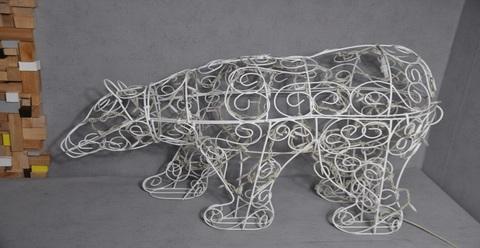 Конструкция медведя из гирлянд LED