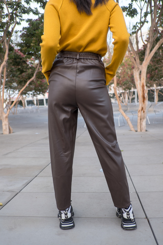 Кожаные коричневые штаны женские недорого