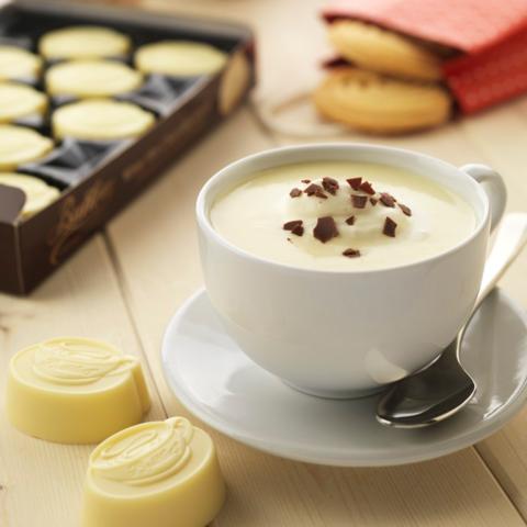 Горячий шоколад (белый) с ликёром «Бейлиз»