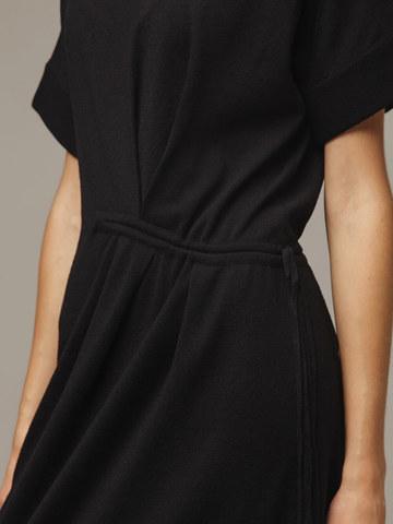 Женское черное платье из 100% шерсти - фото 5