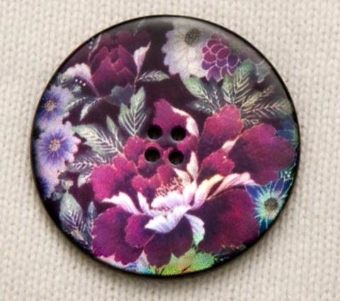 Пуговица с фиолетовыми цветами и зелёными листьями, роспись по перламутру, 34 мм
