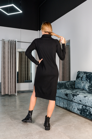 Черное трикотажное платье с длинным рукавом купить
