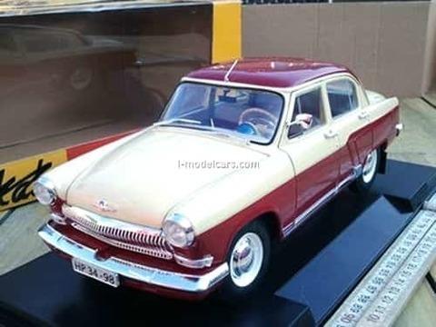 GAZ-21R Volga 1966 beige/dark red IST18002R IST Models 1:43