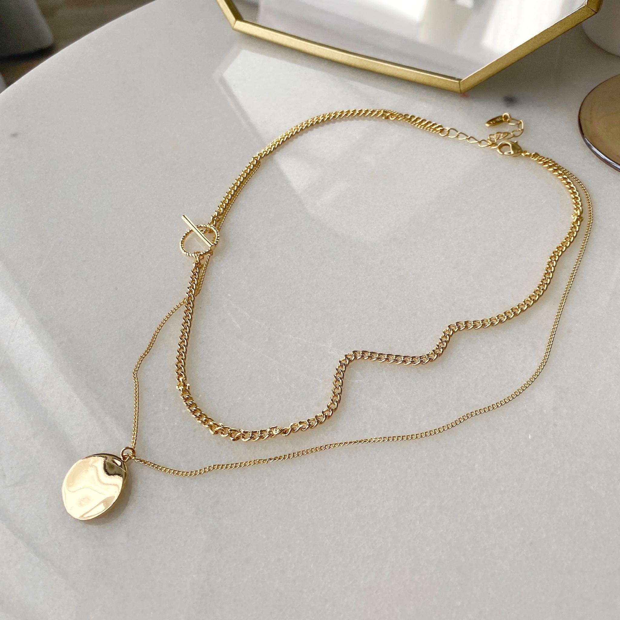 Цепь двурядная с медальоном и застежкой тогл (золотистый)