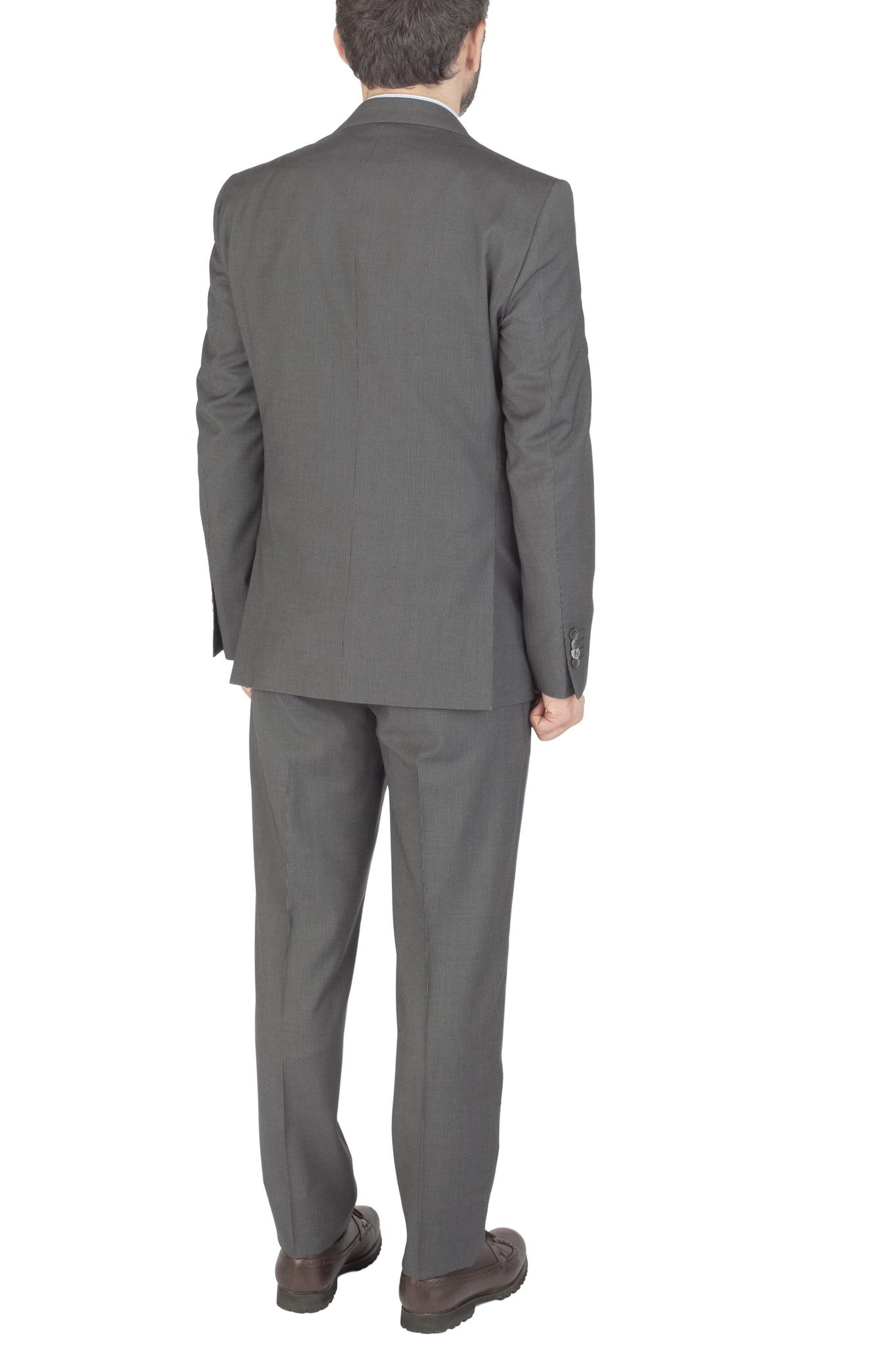 Серый шерстяной костюм в слегка заметную полоску