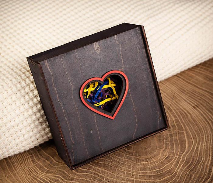 BOX209-1 Подарочная коробка из дерева с сердцем (17*17*7 см)