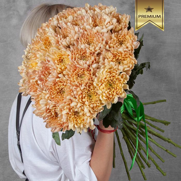 Купить вип шикарный букет 35 оранжевых персиковых хризантем Аленка Салмон в Перми