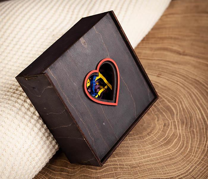 BOX209-1 Подарочная коробка из дерева с сердцем (17*17*7 см) фото 02