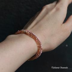 Тонкий браслет из солнечного камня
