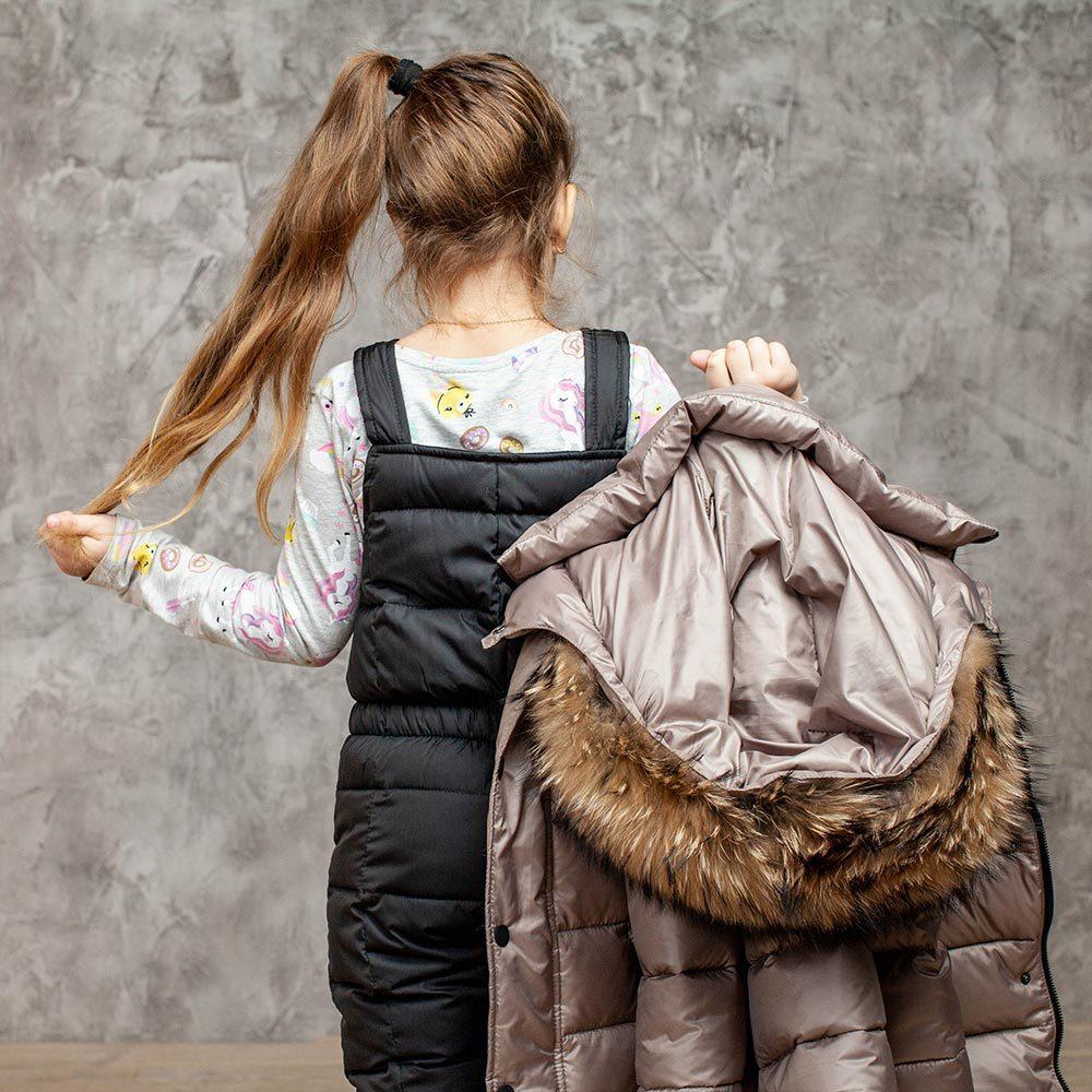 Детский зимний костюм с натуральной опушкой в бежевом цвете для девочки