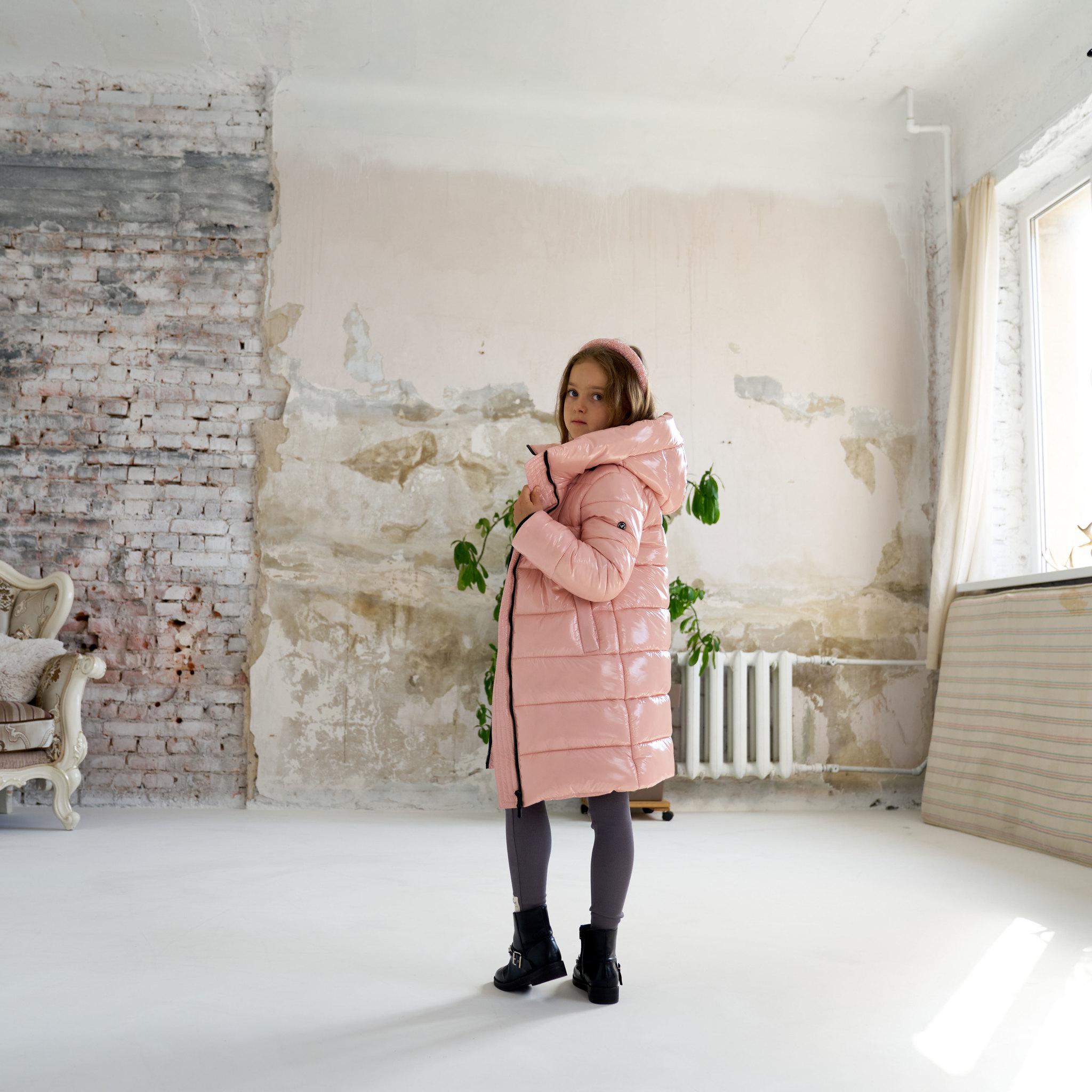 Детское, подростковое  зимнее пальто для девочки в розовом цвете