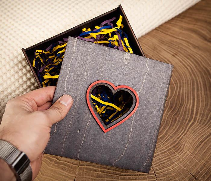 BOX209-1 Подарочная коробка из дерева с сердцем (17*17*7 см) фото 06